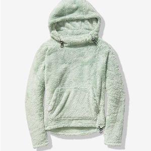 VS fleece cozy sweater new XS